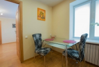 Двухкомнатная квартира на проспекте А. Поля (проспект Кирова)-11